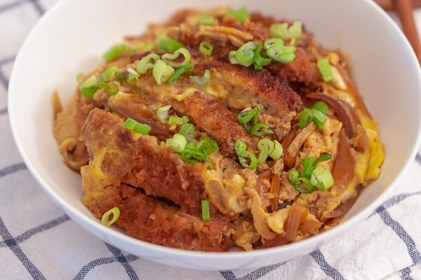 Katsudon (Pork Cutlet Over Rice) - Baek Jong Won