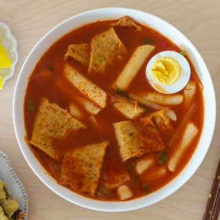 Gukmul Tteokbokki (Soupy Spicy Rice Cakes) – Baek Jong Won Celebrity Chef