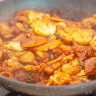 Dak Galbi (Korean Stir-Fried Spicy Chicken) – Baek Jong Won